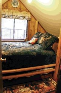 Old Cabin: Bedroom