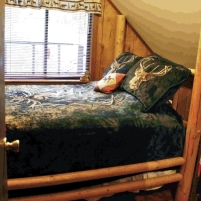 Old Cabin: Bedroom